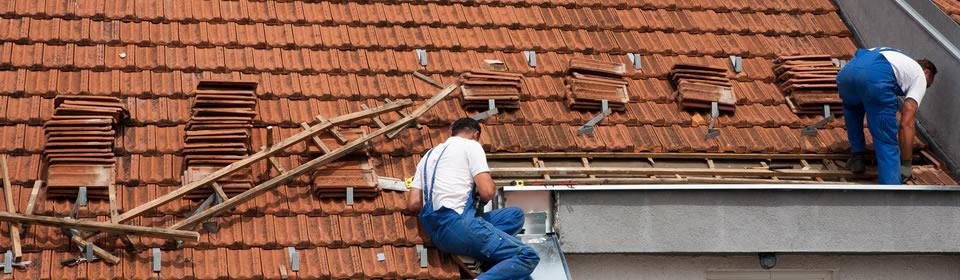 dakdekkers repareren stormschade